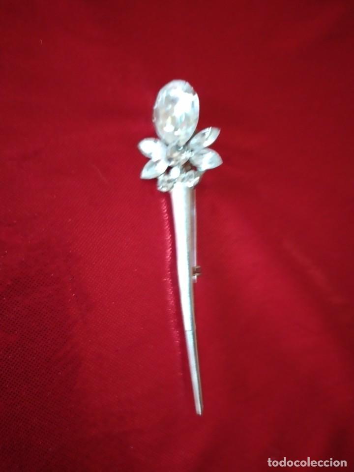 Joyeria: Precioso broche de metal plateado con cristales. - Foto 3 - 242398075