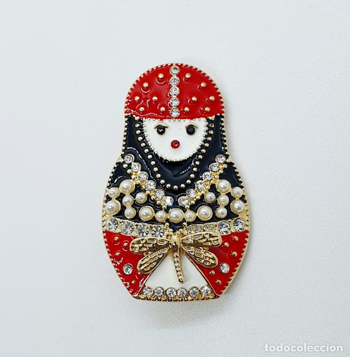 Joyeria: Original broche de Matrioska o muñeca rusa con baño de oro, esmaltes, perlitas y pedrería . - Foto 5 - 249325965