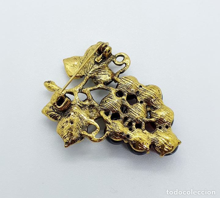 Joyeria: Magnífico broche de racimo de uvas vintage con baño de oro viejo, esmalte y perlas símil amatistas . - Foto 6 - 249327500