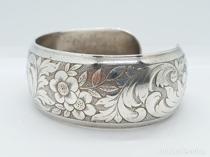 Joyeria: Precioso brazalete antiguo en plata de ley bellamente cincelada a mano con motivos rococó . - Foto 2 - 249333160