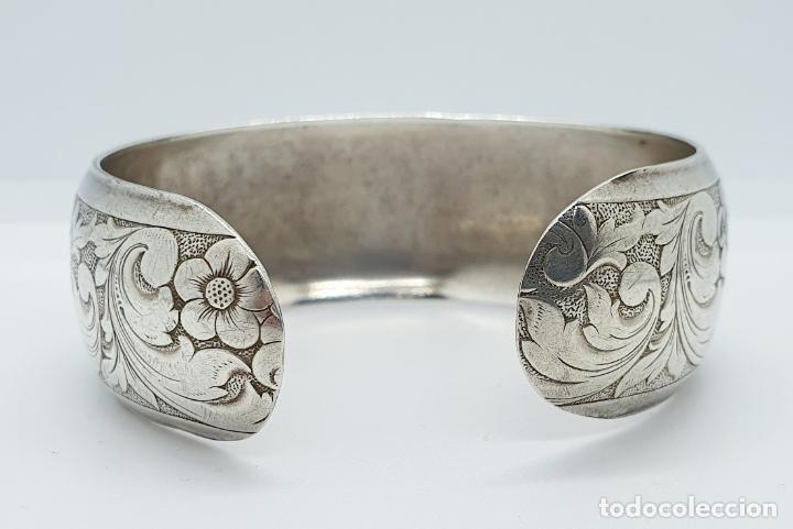 Joyeria: Precioso brazalete antiguo en plata de ley bellamente cincelada a mano con motivos rococó . - Foto 3 - 249333160