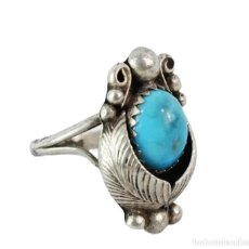 Joyeria: ANILLO EN PLATA Y TURQUESA. A SILVER AND TURQUOISE RING. UK CA 1900 - T16 - CENTRAL 20X13MM. Lote 227031852