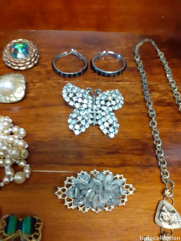 Joyeria: Antiguo joyero con motivos orientales lleno de joyas, colgantes, pendientes, broches antiguos... - Foto 7 - 261120060