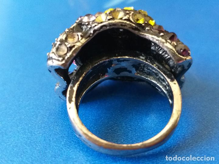 Joyeria: Anillo o sortija. Metal y piedras de diferentes colores. Diámetro 1,5 cm - Foto 4 - 261151465