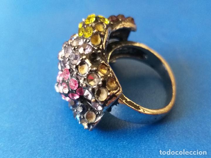 Joyeria: Anillo o sortija. Metal y piedras de diferentes colores. Diámetro 1,5 cm - Foto 5 - 261151465