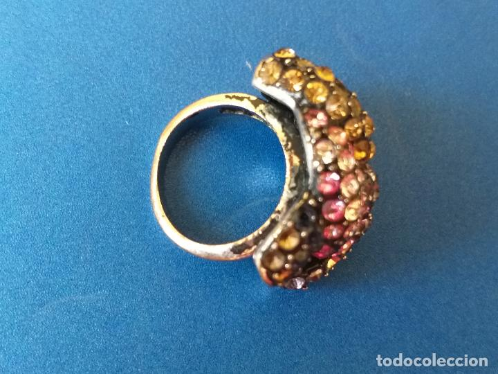 Joyeria: Anillo o sortija. Metal y piedras de diferentes colores. Diámetro 1,5 cm - Foto 7 - 261151465