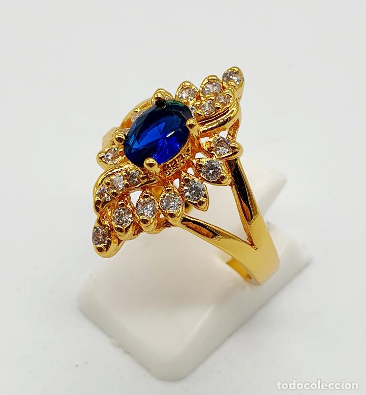 Joyeria: Anillo vintage tipo lanzadera chapado en oro de 18k, circonitas talla brillante y zafiro creado . - Foto 2 - 261964025