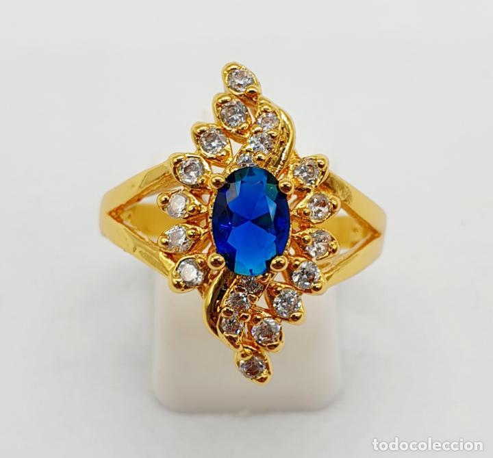 Joyeria: Anillo vintage tipo lanzadera chapado en oro de 18k, circonitas talla brillante y zafiro creado . - Foto 3 - 261964025