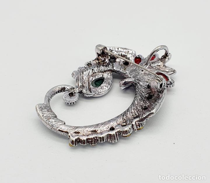 Joyeria: Elegante broche de estilo modernista con baño en plata y símil de pedrería . - Foto 6 - 261982260