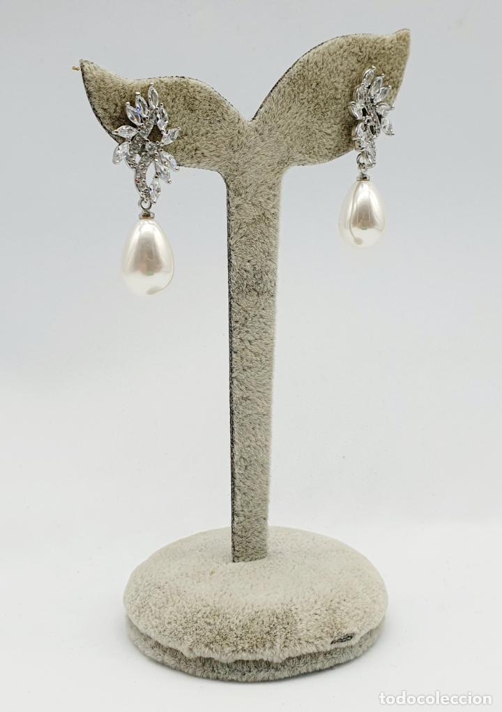 Joyeria: Elegantes pendientes para novia chapados en oro blanco de 18k, circonitas talla marqués y perlas . - Foto 2 - 270105303