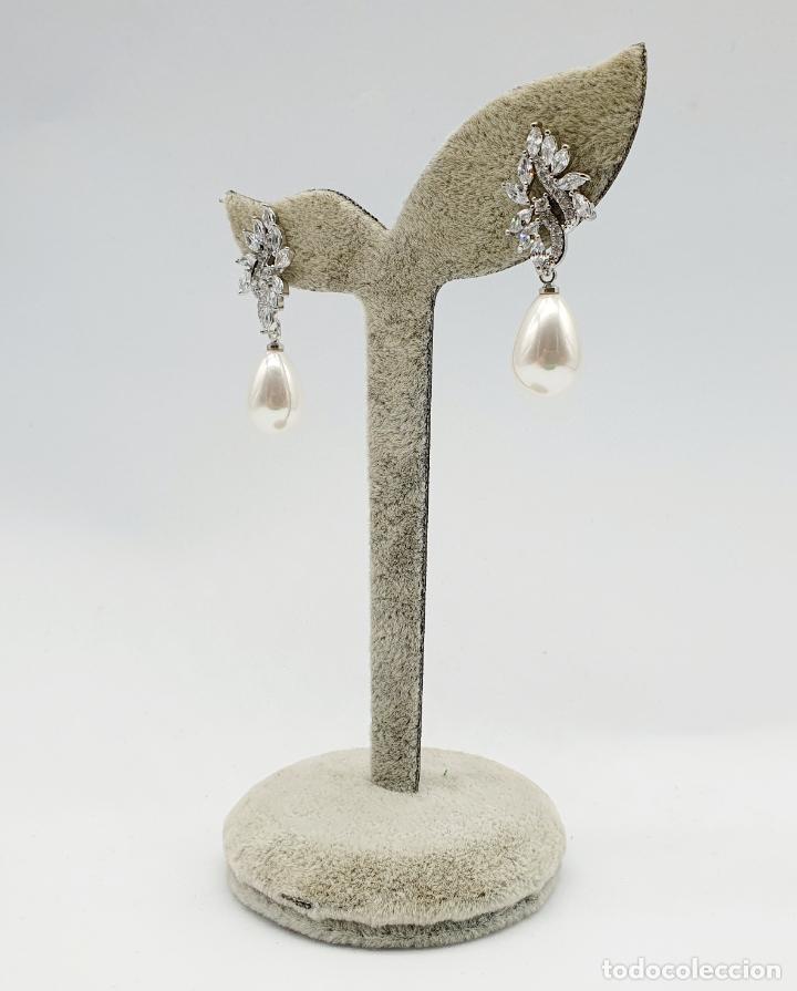 Joyeria: Elegantes pendientes para novia chapados en oro blanco de 18k, circonitas talla marqués y perlas . - Foto 4 - 270105303