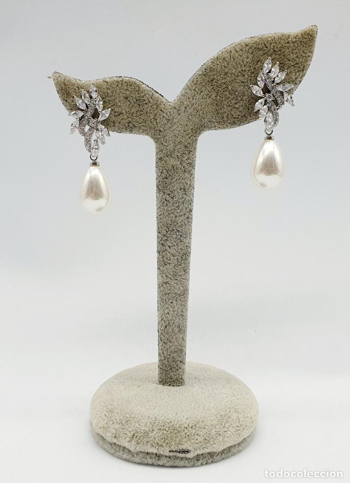 Joyeria: Elegantes pendientes para novia chapados en oro blanco de 18k, circonitas talla marqués y perlas . - Foto 5 - 270105303