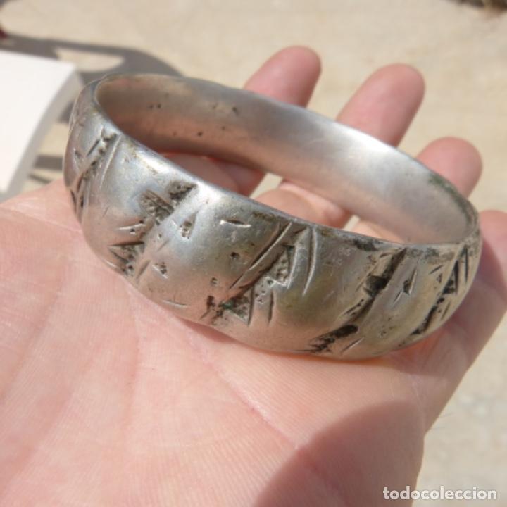 Joyeria: Antiguo brazalete macizo y muy pesado , india o tibet ? , posiblemente plata? , 166 gr - Foto 2 - 275509173