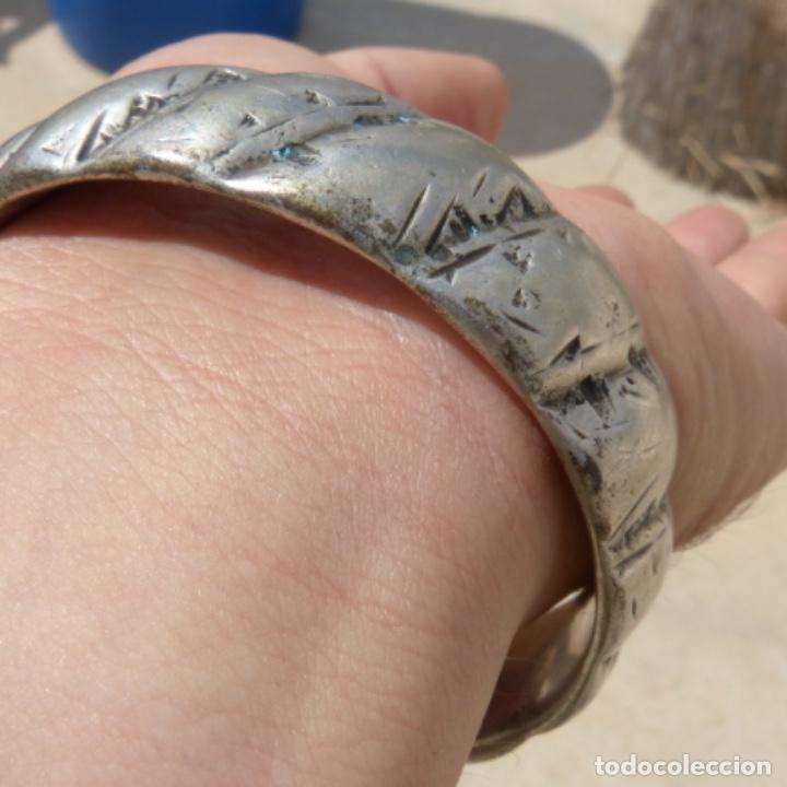 Joyeria: Antiguo brazalete macizo y muy pesado , india o tibet ? , posiblemente plata? , 166 gr - Foto 9 - 275509173