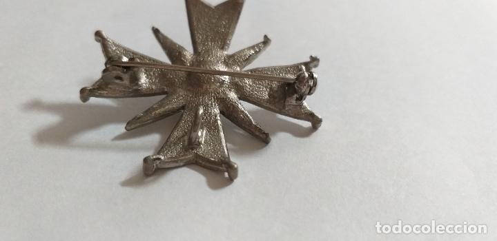 Joyeria: Broche en forma de cruz. Metal plateado, con marquesita y perla. 4,5 cm de diámetro - Foto 5 - 275554243