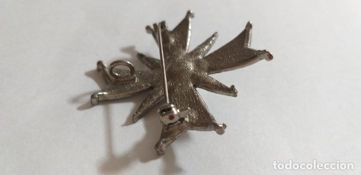 Joyeria: Broche en forma de cruz. Metal plateado, con marquesita y perla. 4,5 cm de diámetro - Foto 6 - 275554243