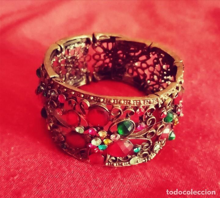 Joyeria: Antiguo brazalete, pulsera de metal color bronce Decorado con minúsculas y desiguales piedras.. - Foto 2 - 275693333