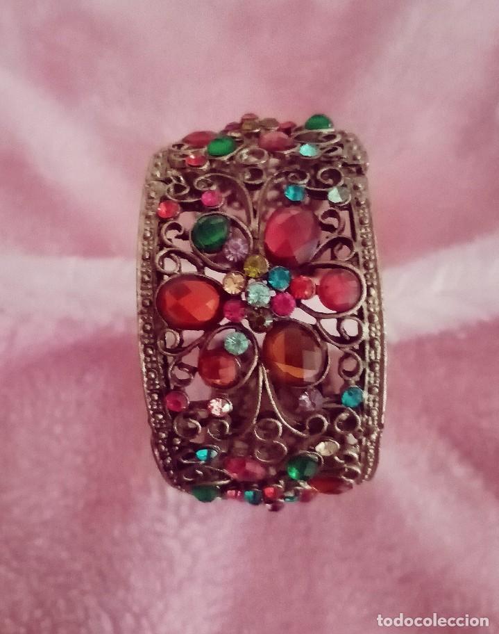 Joyeria: Antiguo brazalete, pulsera de metal color bronce Decorado con minúsculas y desiguales piedras.. - Foto 3 - 275693333