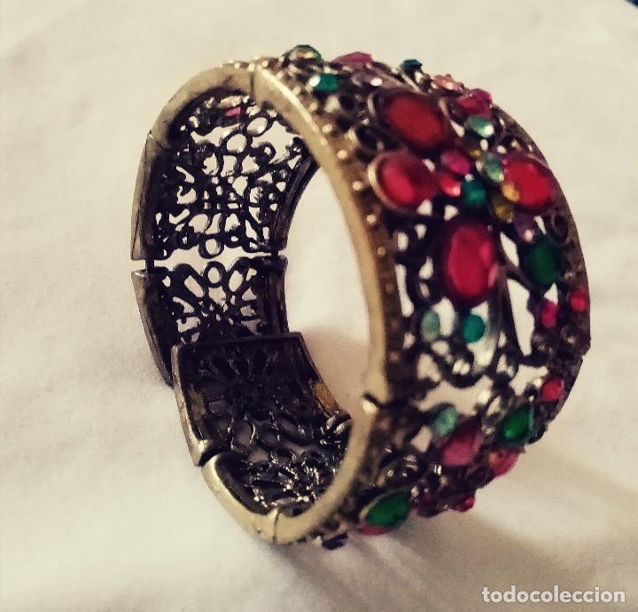 Joyeria: Antiguo brazalete, pulsera de metal color bronce Decorado con minúsculas y desiguales piedras.. - Foto 4 - 275693333