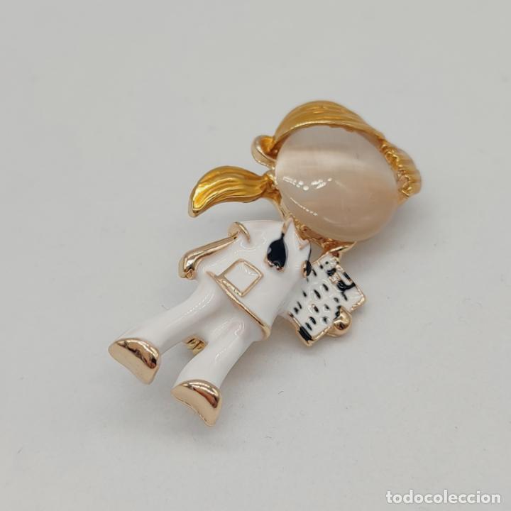 Joyeria: Original broche enfermera o doctora chapada en oro con esmaltes y cabujón de cristal . - Foto 4 - 276033188
