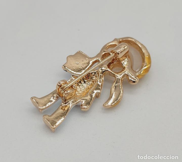 Joyeria: Original broche enfermera o doctora chapada en oro con esmaltes y cabujón de cristal . - Foto 5 - 276033188