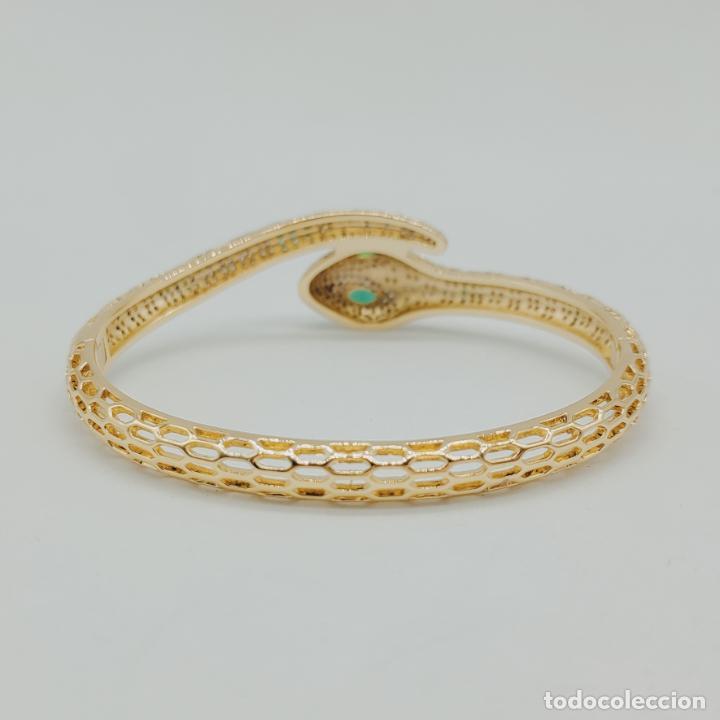 Joyeria: Elegante brazalete de lujo con forma de serpiente chapada en oro 18k y cuajado de circonitas . - Foto 4 - 277501123