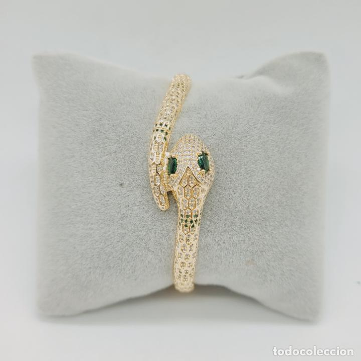 Joyeria: Elegante brazalete de lujo con forma de serpiente chapada en oro 18k y cuajado de circonitas . - Foto 2 - 277501123