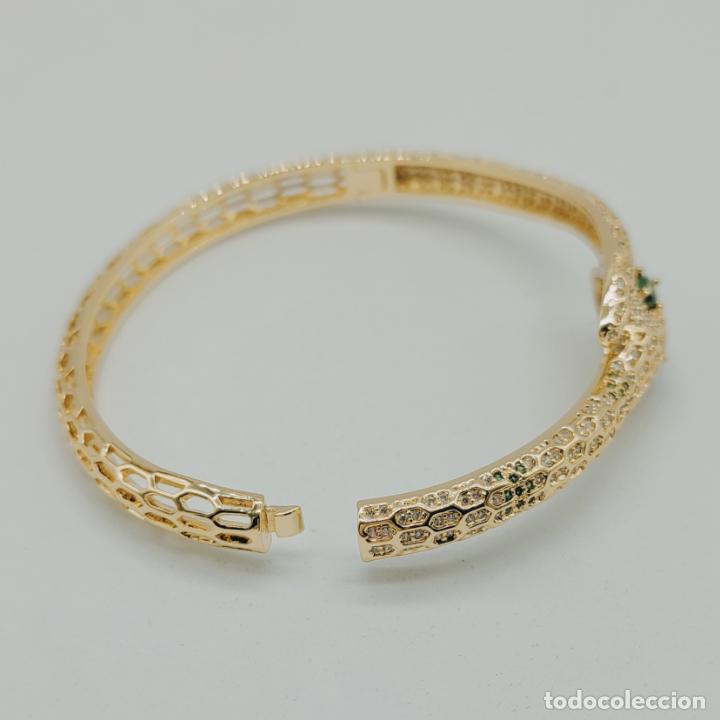 Joyeria: Elegante brazalete de lujo con forma de serpiente chapada en oro 18k y cuajado de circonitas . - Foto 7 - 277501123