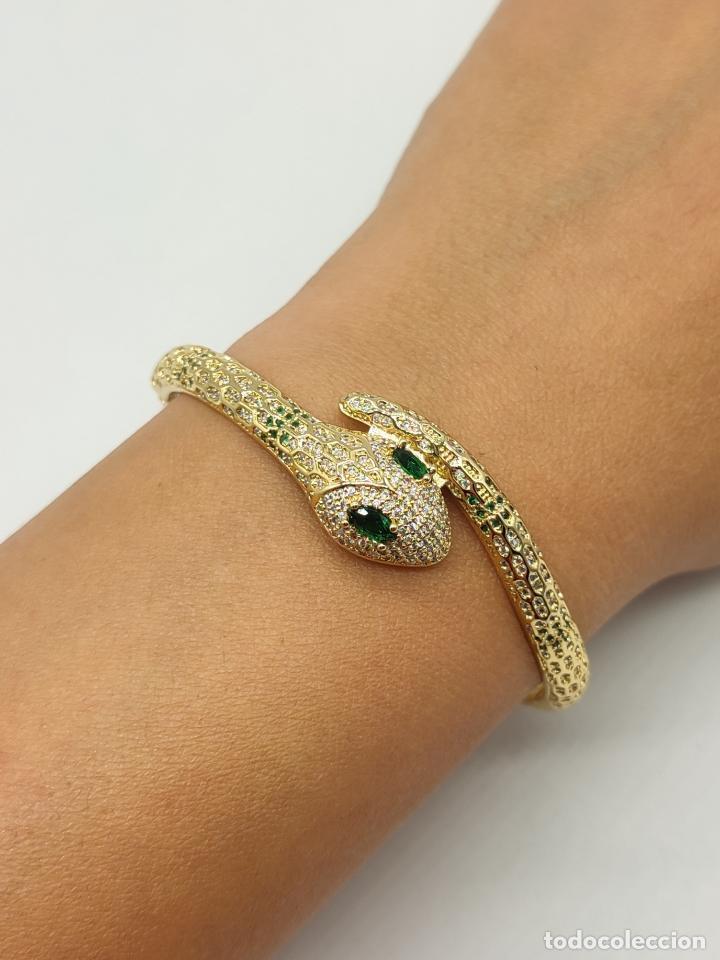 Joyeria: Elegante brazalete de lujo con forma de serpiente chapada en oro 18k y cuajado de circonitas . - Foto 8 - 277501123