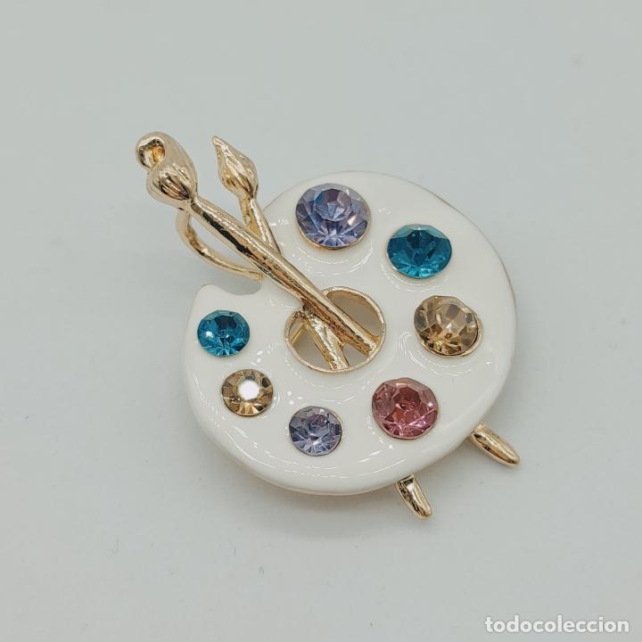 Joyeria: Bello broche colgante paleta de pintor con baño de oro de 18k, pedrería y esmalte . - Foto 2 - 280407903