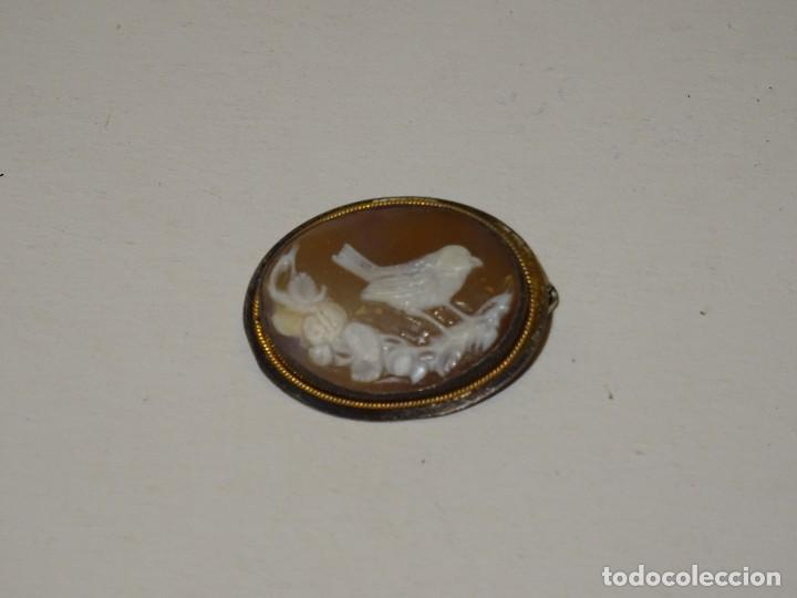 BROCHE CAMAFEO EN PLATA Y HILITO DE ORO ANTIGUO-3,5X2,5 CM. SEÑALES DE USO NORMALES (Joyería - Colgantes Antiguos)
