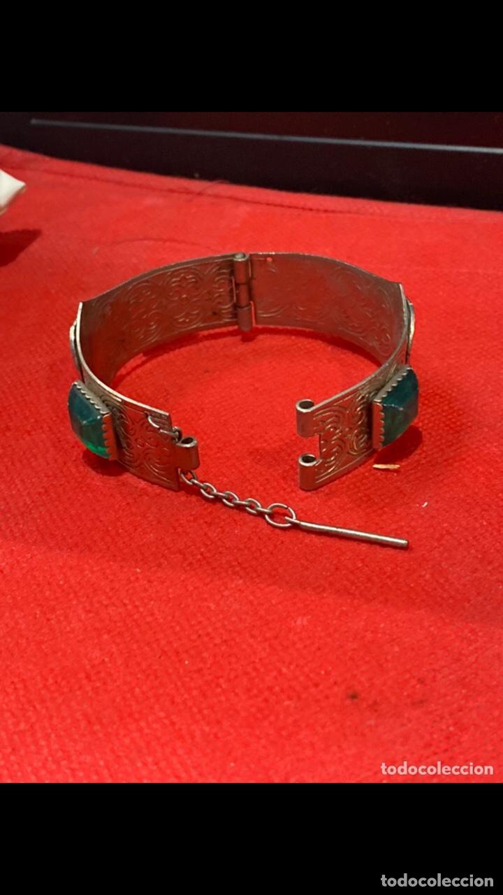 Joyeria: Antiguo brazalete tallado decorado con piedras verdes y monedas republica si marino . Ver fotos - Foto 2 - 286212908