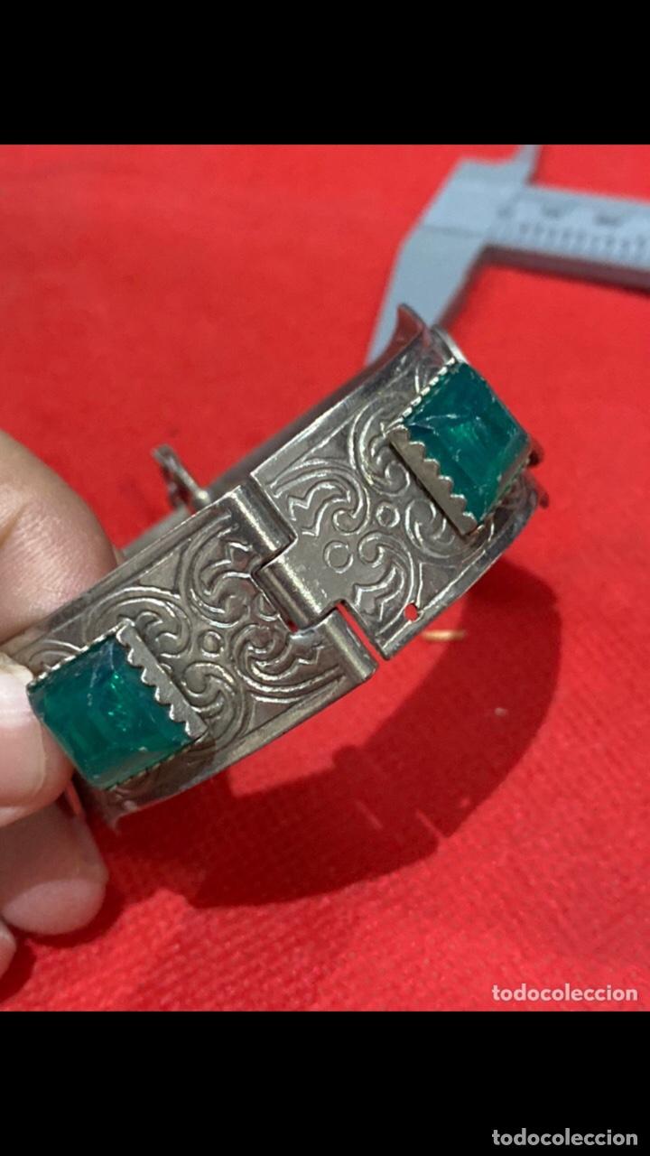 Joyeria: Antiguo brazalete tallado decorado con piedras verdes y monedas republica si marino . Ver fotos - Foto 7 - 286212908