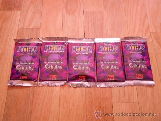 JUEGO DE CARTAS COLECCIONABLES MYTHOS - 5 SOBRES EXP. DESPERTAR DE CTHULHU - JOC MITOS DE CTHULHU (Juguetes - Rol y Estrategia - Otros)