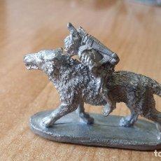 Juegos Antiguos: FIGURA PLOMO LOBO +ORCO - AÑO 1989 - GRENADIER. Lote 89210288