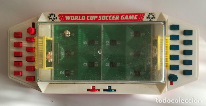 WORLD CUP SOCCER GAME , FUTBOLIN DE MESA AÑOS 70 , MADE IN CHINA , EN FUNCIONAMIENTO MED 43 X 19 CMS (Juguetes - Rol y Estrategia - Otros)