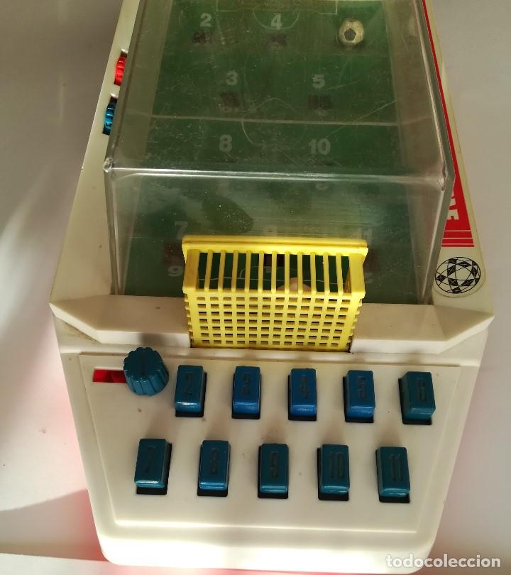 Juegos Antiguos: World Cup Soccer Game , Futbolin de mesa años 70 , Made in China , en funcionamiento Med 43 x 19 cms - Foto 2 - 161574958