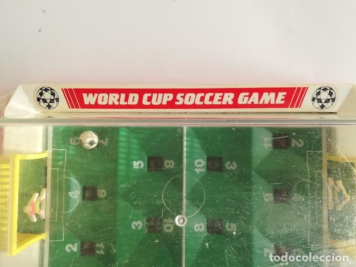 Juegos Antiguos: World Cup Soccer Game , Futbolin de mesa años 70 , Made in China , en funcionamiento Med 43 x 19 cms - Foto 4 - 161574958