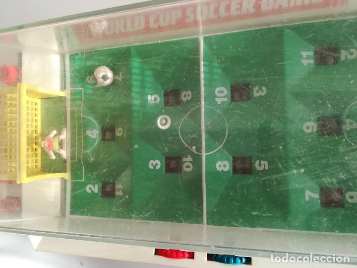 Juegos Antiguos: World Cup Soccer Game , Futbolin de mesa años 70 , Made in China , en funcionamiento Med 43 x 19 cms - Foto 5 - 161574958