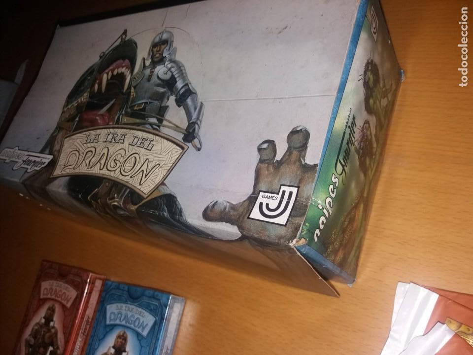 Juegos Antiguos: Lote La Ira del Dragón Completo 4 barajas precintadas,sobres y el difícil expositor - Foto 3 - 172109255