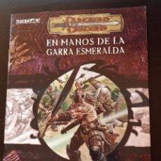 Juegos Antiguos: LIBRO ROL DUNGEONS AND DRAGONS EN MANOS DE LA GARRA ESMERALDA. Lote 185707796