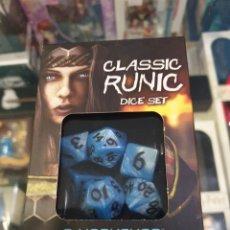 Juegos Antiguos: SET DE DADOS CLASSIC RUNIC PARA JUGAR A ROL. Lote 194582375
