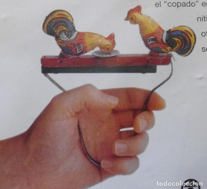 Juegos Antiguos: GALLINAS DE HOJALATA CON SU FASCICULADO DE LA COLECCION TIN TOYS JUGUETES DE HOJALATA - Foto 3 - 194964521