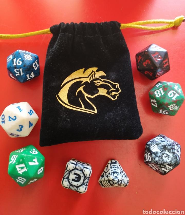 BOLSA Y JUEGO DE 8 DADOS DE ROL (Juguetes - Rol y Estrategia - Juegos de Rol)