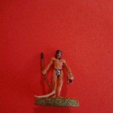 Juegos Antiguos: CORTADOR DE CABEZAS PLOMO 1995 3'5 X 2'5 CM. NOMBRE EN EL ANCLAJE DE LA FIGURA. Lote 238258385