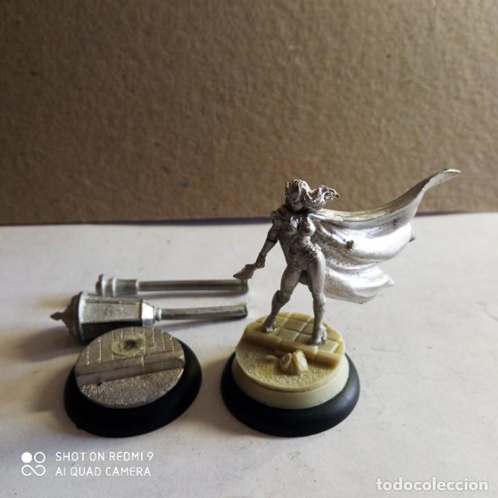 BATWOMAN / LAMPPOST KIT METAL DC UNIVERSE BATMAN MINIATURE GAME KNIGHT MODELS 35MM (Juguetes - Rol y Estrategia - Otros)