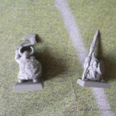 Jogos Antigos: LOTE DE 2 MINIATURAS DE ENANO Y GOBLIN DEL JUEGO DE ESTRATEGIA WARHAMMER. Lote 31114843