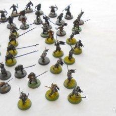 Juegos Antiguos: LOTE 54 FIGURAS WARHAMMER DE PLASTICO EL SEÑOR DE LOS ANILLOS (GUERREROS URUK-HAI Y OTROS). Lote 126192647