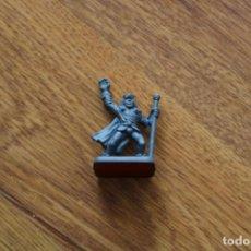 Juegos Antiguos: MINIATURA MAGO HÉROE HEROQUEST MB 1989 FIGURA PLÁSTICO JUEGO MESA ESTRATEGIA. Lote 151738086