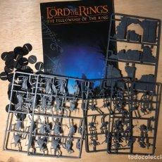 Juegos Antiguos: LORD OF THE RINGS GAMES WORKSHOP LIBRO Y FIGURAS . VER Y LEER. Lote 191506176